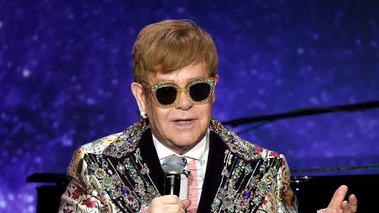 Elton John 'al desnudo' en próximo libro de memorias