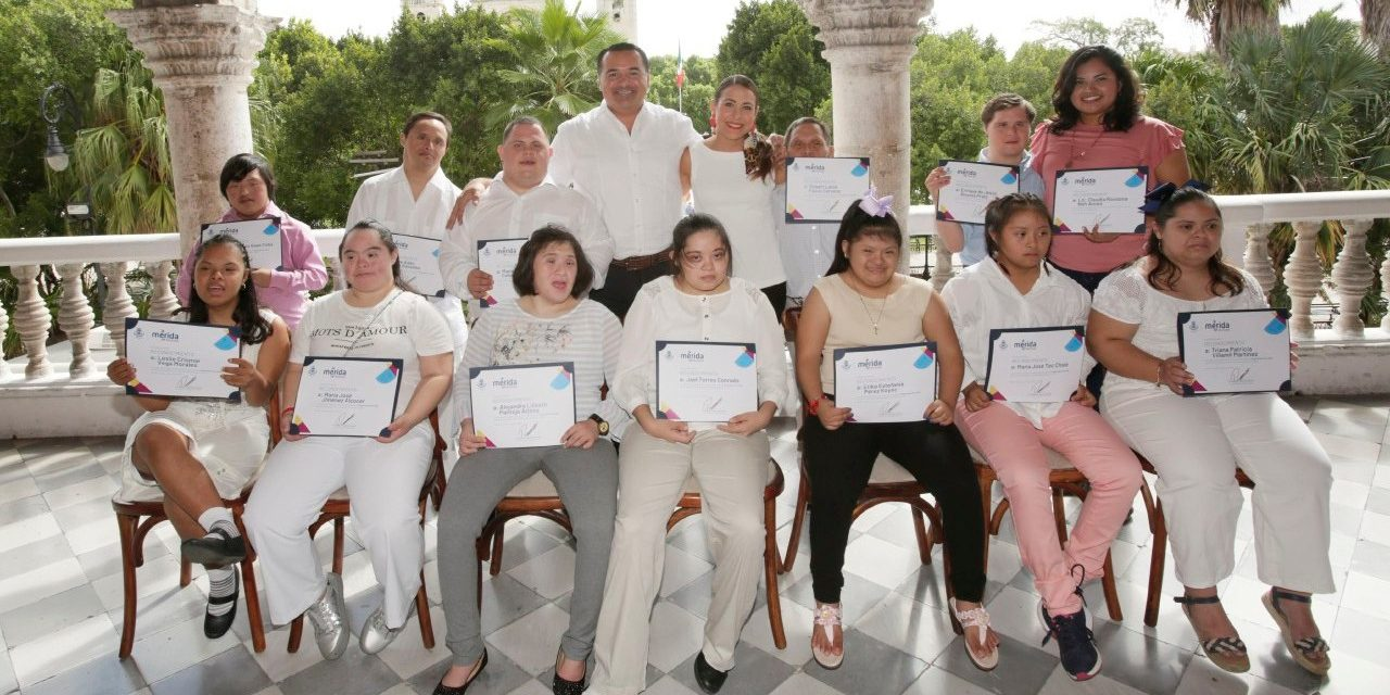 Artistas con síndrome de Down, con reconocimientos de Ayuntamiento Mérida