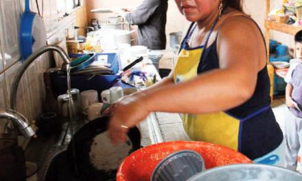 Soportan mujeres mayor peso de trabajo no remunerado en hogar