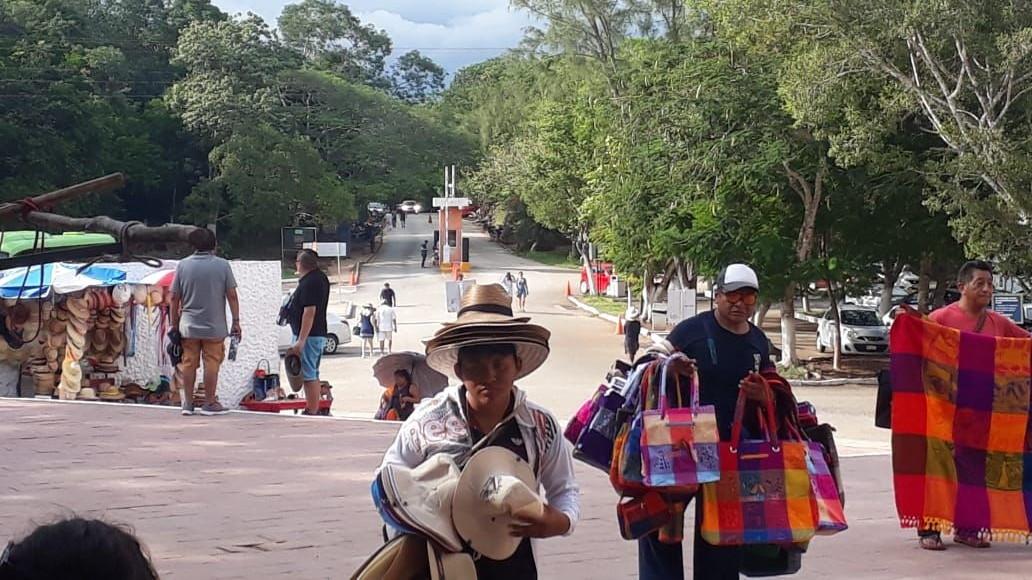 Locatarios en Chichén Itzá tienen en mira a funcionario de Cultur