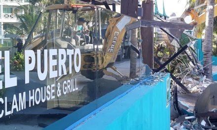 Tiran construcciones y reabren playas públicas en Cancún (Video)