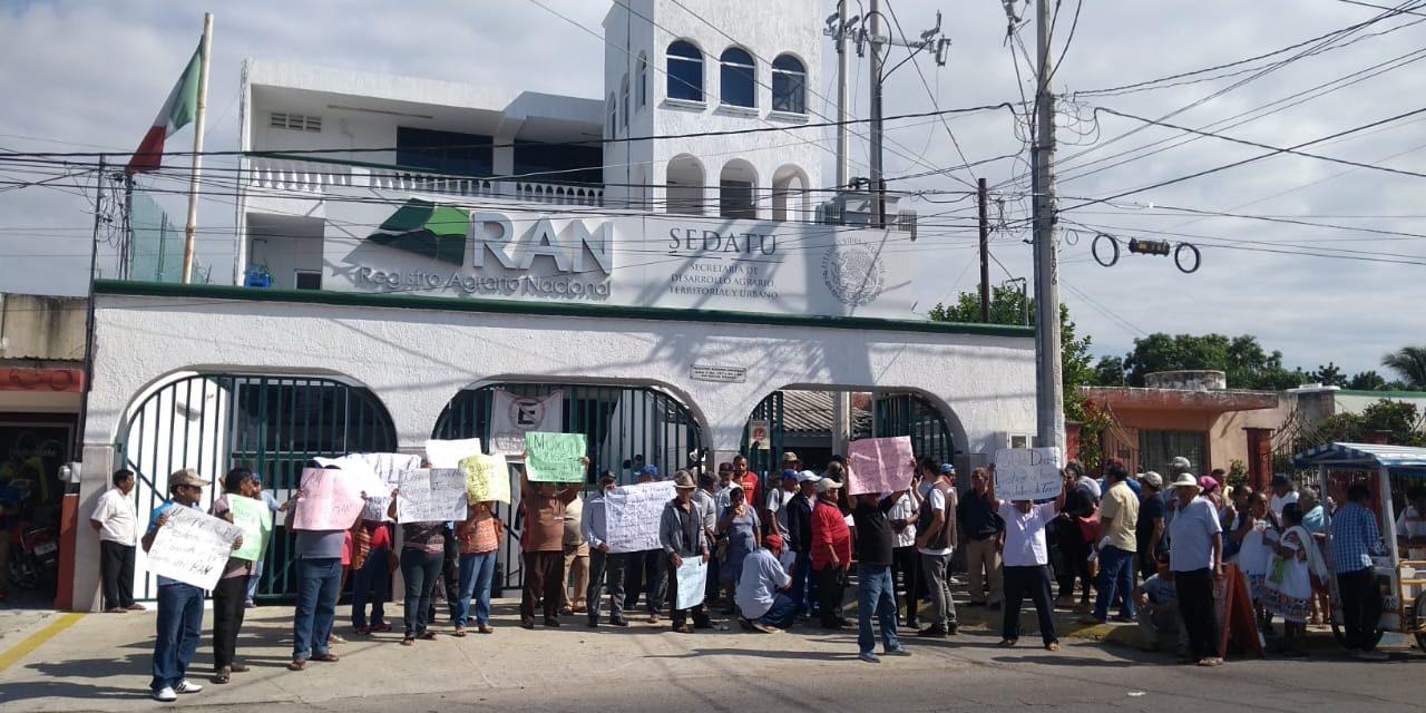 """Delegado de RAN Yucatán, acusado de avalar """"despojo"""" en Muxupip (Video)"""