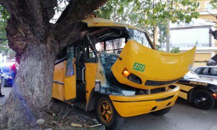 Autobús de Minis 2000 deja lesionados sin seguro por accidentes (Video)