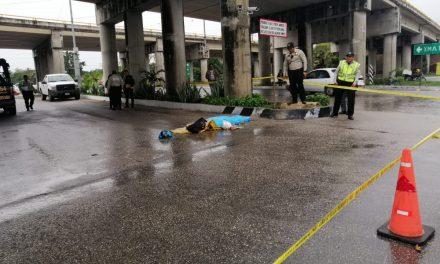 Mal tiempo, infracción y desgracia se conjuntaron contra motociclista