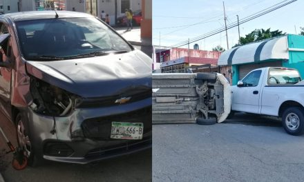 Taxi de Uber pega a Attitude que termina volcado