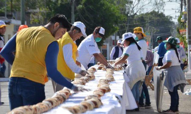 """Tizimín logra magia y """"Récord Guinness"""" con Rosca de Reyes"""