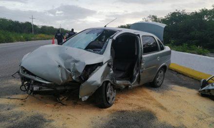 Choca en la carretera Mérida-Motul y queda prensado (Video)