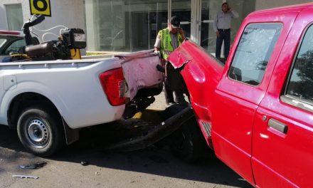 Jetta contra Ranger: golpean otros tres vehículos (Video)