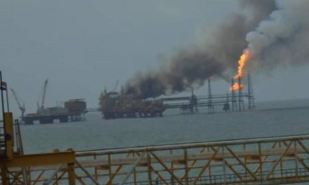 Incendio en plataforma de Pemex dejó al menos tres lesionados