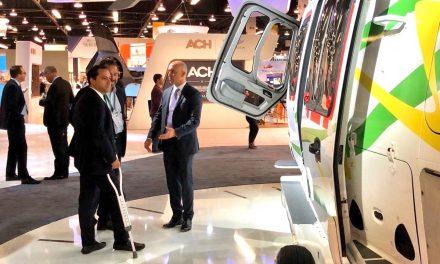 Vila firma acuerdo con Airbus para escuela de pilotos en Yucatán