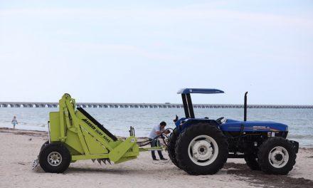 Renovada imagen de Progreso incorpora máquina para limpiar playas