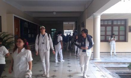 Estudiantes y egresados de medicina de UADY frente al Covid-19; postura oficial