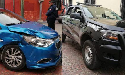 """""""Se vuela alto"""" policía municipal y choca auto de plataforma digital (Video)"""