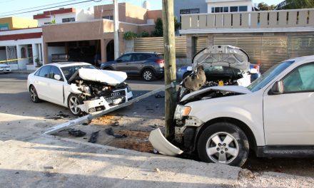 Colisión en Francisco de Montejo con tres vehículos dañados