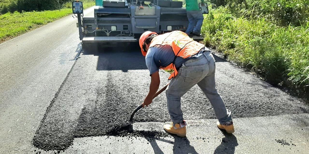 Pavimentan carreteras con método que da mayor resistencia