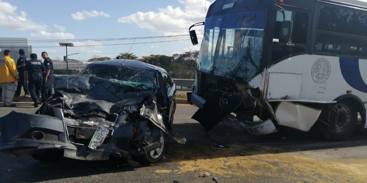 Cinco lesionados por autobús sin control en la Mérida-Umán (Video)