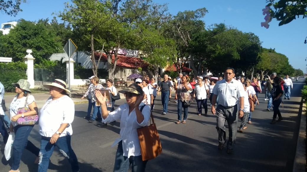 """Ex burócratas yucatecos amagan con """"redireccionar"""" su voto (Video)"""