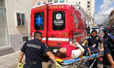Motociclista lesionada por choque con Verna (Video)
