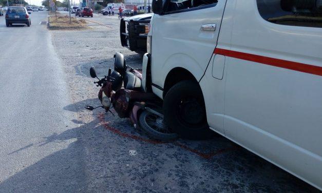Colectivo urbano golpeado por tráiler en la Mérida-Umán (Video)