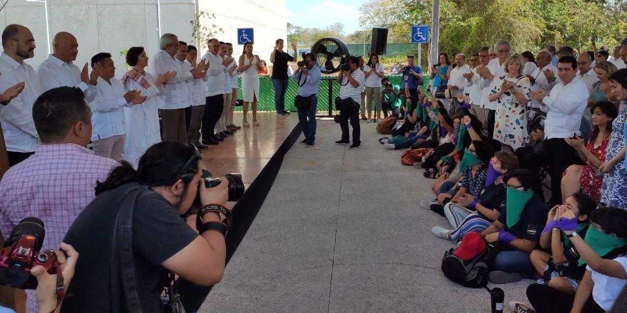 Persigue a rector de UNAM protesta por violencia de género (Video)
