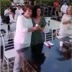 Gana amor a alcaldesa de Solidaridad y pide boda a su pareja (Video)