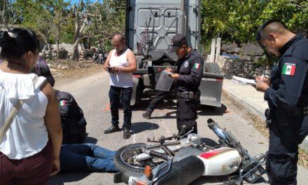 Tráiler aplasta a motociclista en Umán