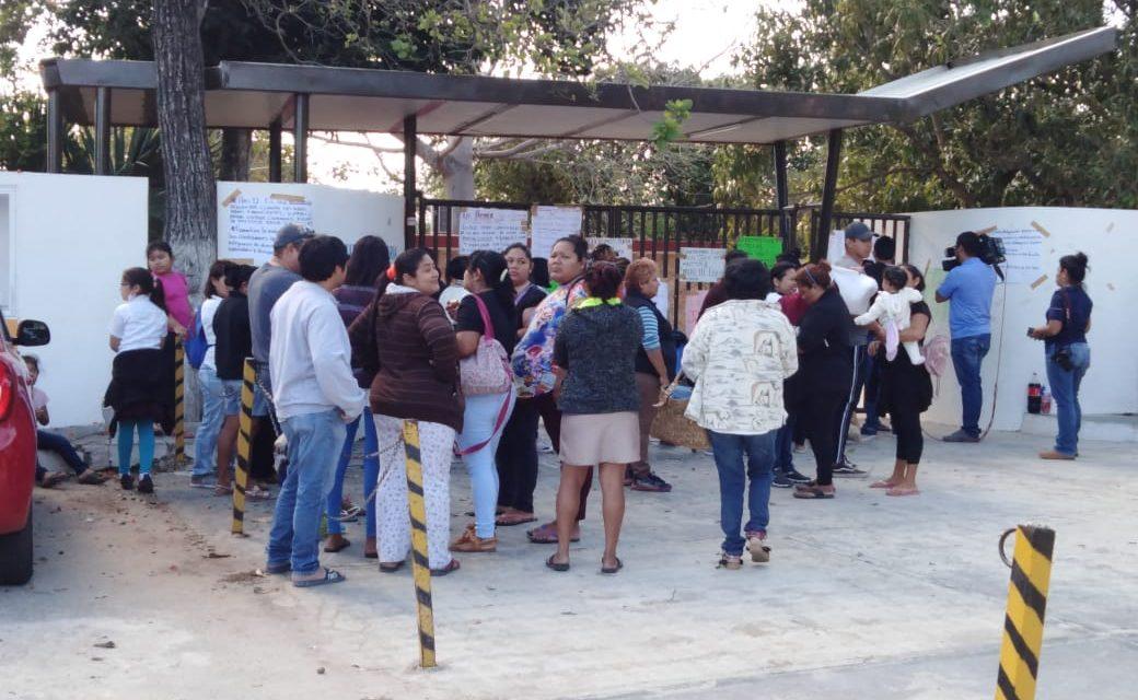 Permanece plantón en escuela primaria Jacinto Leonardo Rosado Avilés