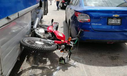 Camión urbano ruta Gran Plaza y motociclista, a punto de tragedia