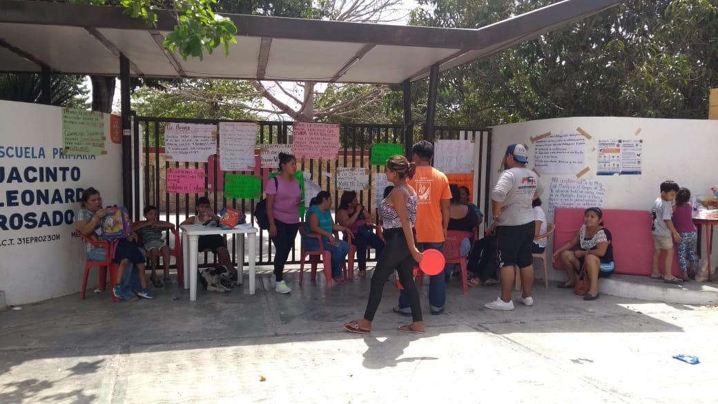 Liberan escuela primaria tras cinco días de bloqueo