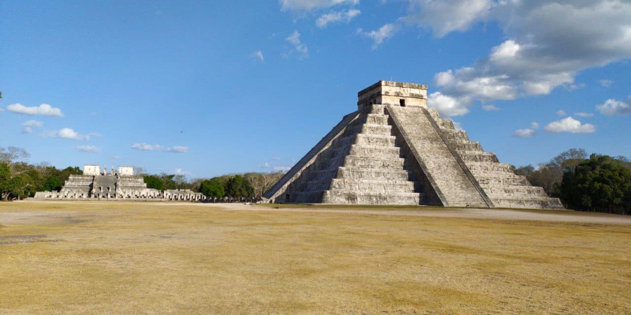 Desolado Chichén Itzá en pleno equinoccio de primavera