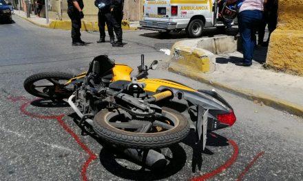 Lesiona a motociclista y lo abandona en centro de Mérida