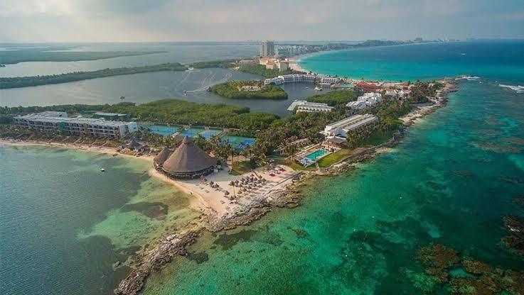 A Tiro de Piedra – COVID-19 y el aniversario de Cancún