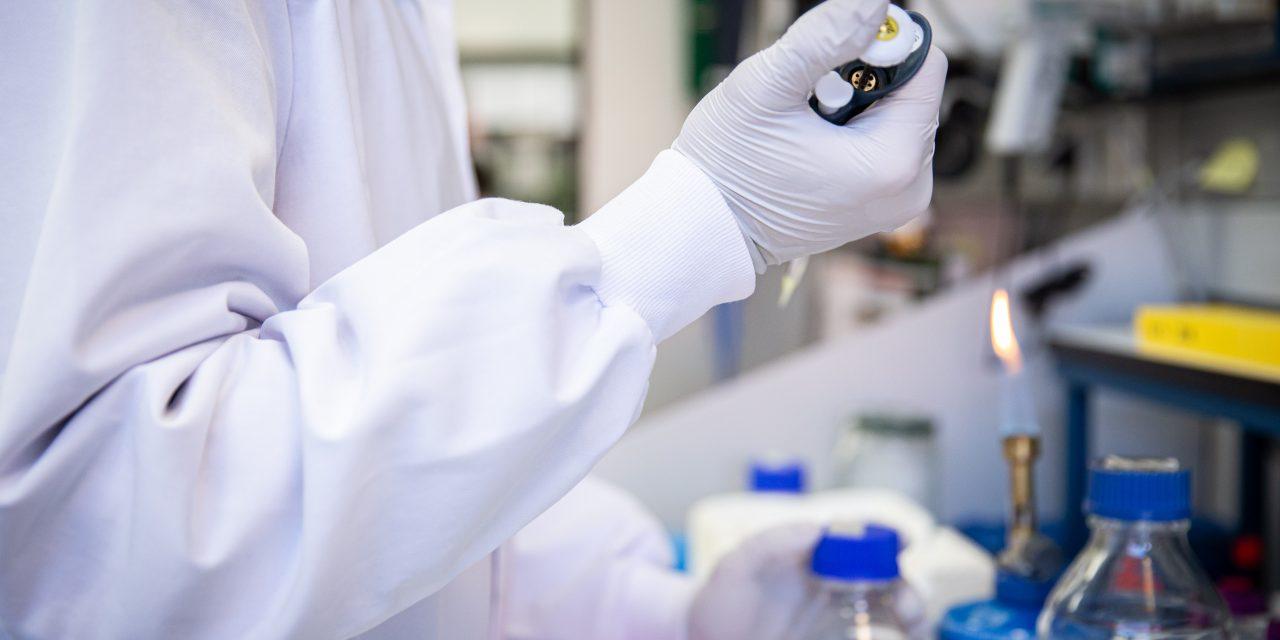 Trabajan en España para encontrar vacuna contra Covid-19 mientras casos aumentan