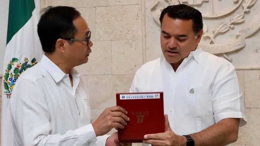 Donativo de 20 mil cubrebocas de Asociación China a Mérida