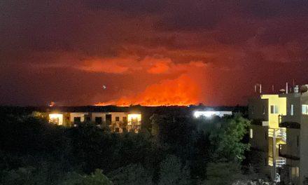 Impresionante incendio cerca de Chiquilá, enlace hacia Holbox