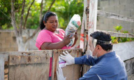 Lleva Renán apoyos alimentarios a comisarías de Mérida