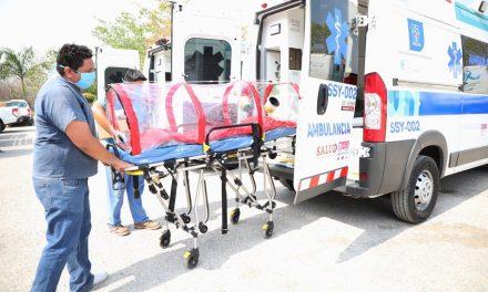 Equipan ambulancias con cápsulas aislantes contra coronavirus