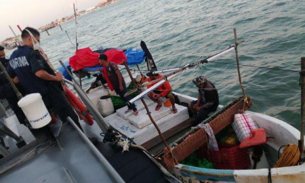 Rescatados cuatro pescadores al noroeste de puerto Progreso