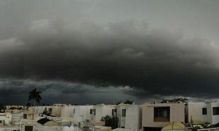 Lluvias en Mérida desviaron por horas a Cancún avión con 83 pasajeros