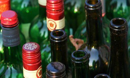 Mueren por consumir alcohol adulterado en colonia de Mérida