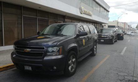 """Salida en falso por """"hombres armados"""" en sucursal bancaria (Video)"""