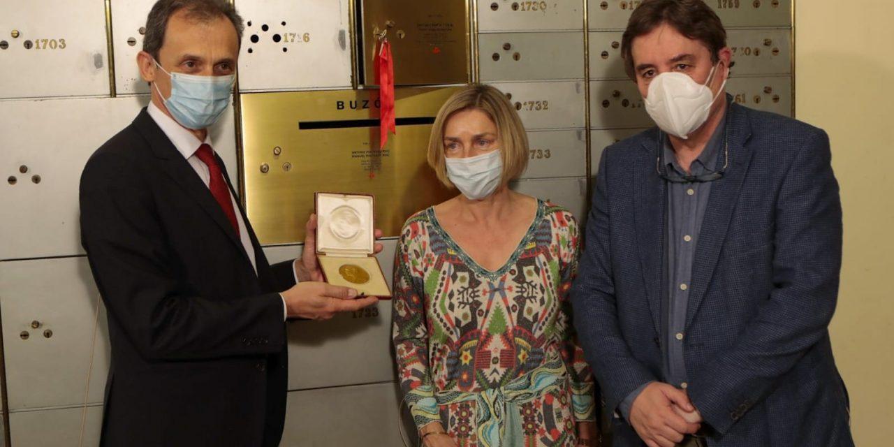Con medalla del Premio Nobel de Medicina Ramón y Cajal rinden homenaje a ciencia y médicos