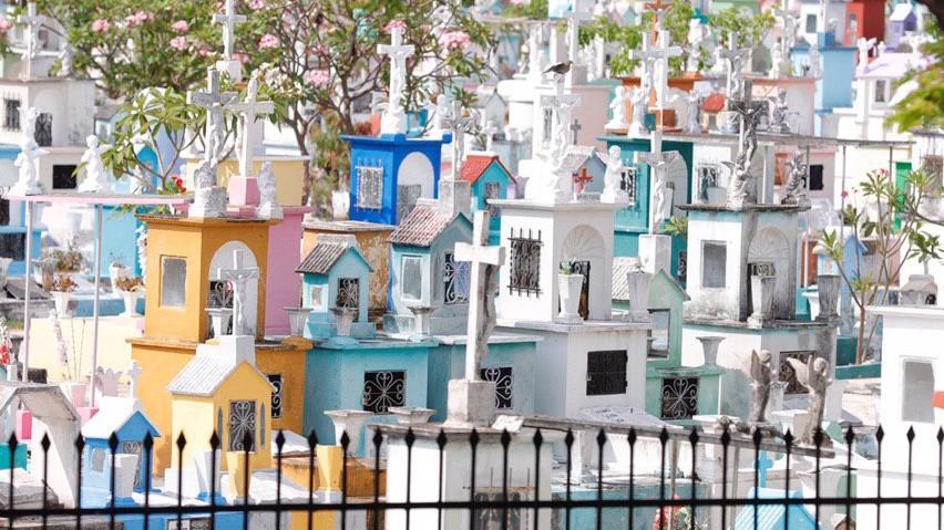 Muertos en aislamiento: cierran cementerios de Mérida 9 y 10 de mayo
