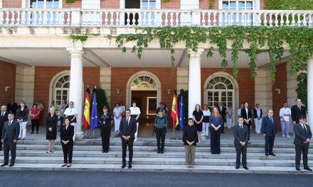 Inicia España luto oficial más largo de la democracia por víctimas de Covid-19