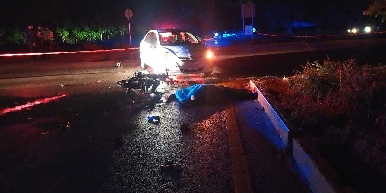 Se atraviesa Toyota y mata a motociclista en desvío a Conkal