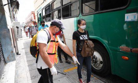 """Vigilan """"sana distancia"""" y cubrebocas en en transporte público de Mérida"""