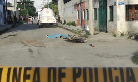 Repartidor de pizzas muere aplastado por pipa de gas en Kanasín