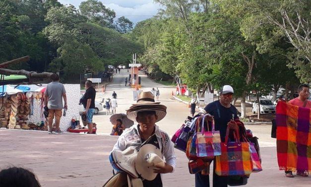 Divide a trabajadores independientes en Chichén Itzá activismo de asesor