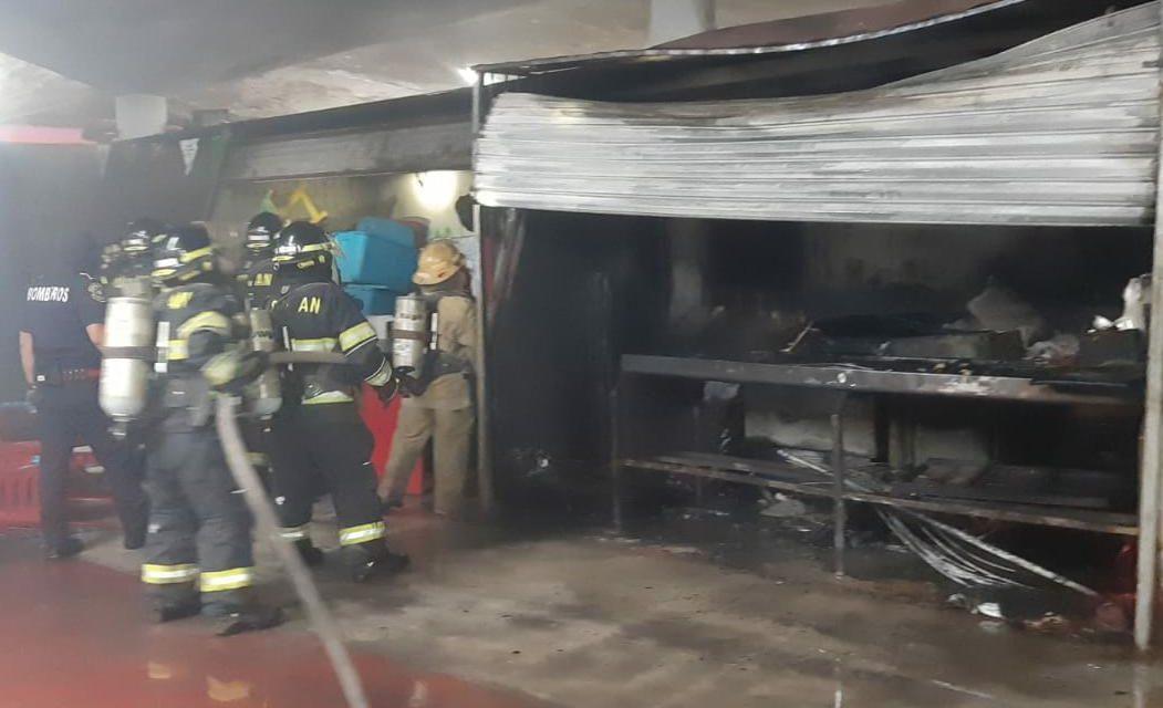 Cerrado mercado municipal de Santa Ana por incendio anoche