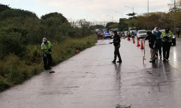 Atropellados en bicicleta: mueren dos albañiles en periférico oriente (Video)